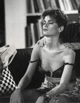 Сиськи Линды Фиорентино в фильме «После работы» (1985)
