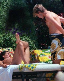 Горячие фото Виктории Бекхэм в купальнике (грудь, ножки)