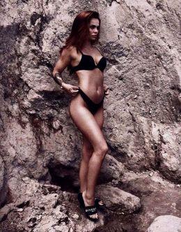 Камила Смогулецка на фото в купальнике