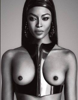 Черно-белые фото с голой Наоми Кэмпбелл