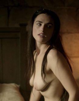 Кадры из постельной сцены с голой Кэти Макграт из фильма «Лабиринт» (2012)