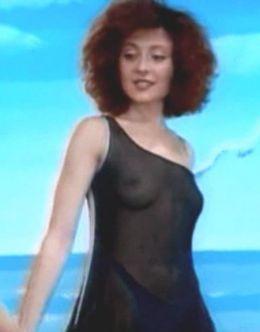 Эротические кадры с обнаженной Анжеликой Варум из клипов