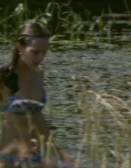Эротические кадры Анны Поповой в купальнике