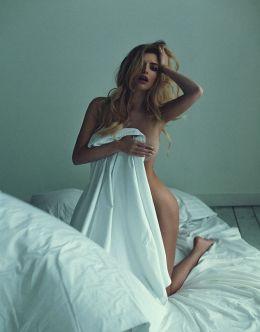 Горячий фотосет Татьяны Котовой в постели