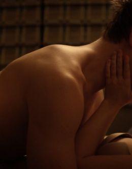 Мэдисон Айсмен в нижнем белье из постельной сцены в «Заложники в Америке» (2016)