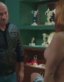 Голая Карина Мишулина в сериале «Физрук» (грудь, фото в нижнем белье)