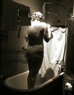 Голая Юлия Ауг в откровенной сцене из сериала «Мастер и Маргарита»