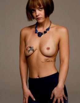 Кристина Риччи засветила голую грудь