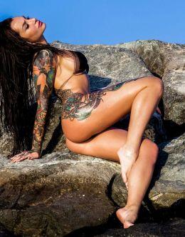 Анжелика Андерсон на горячих фото в купальнике