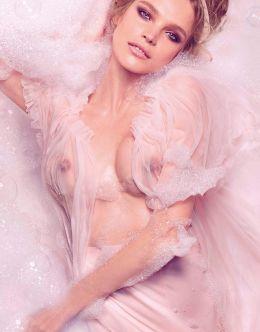 Полностью голая Наталья Водянова на горячих фото из журналов