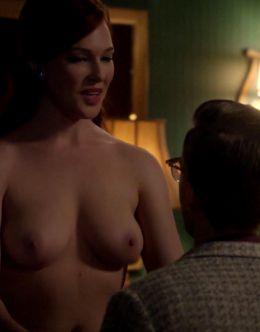 Голая грудь Эрин Каммингс в сериале «Мастера секса» (с 2013 года)