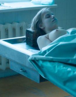 Голая грудь Виктории Клинковой в сериале «Гадалка»