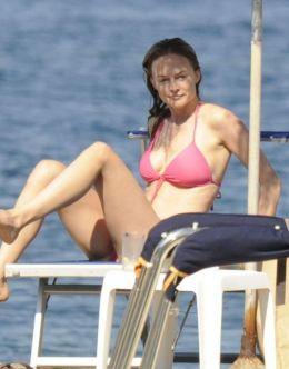 Алисия Сильверстоун в купальнике