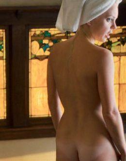 Голая попа Анны Фэрис на горячих кадрах из кино