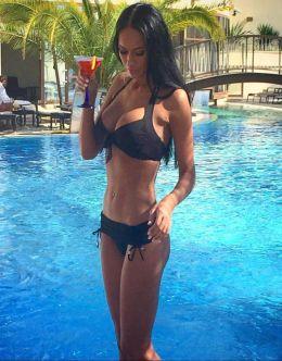 Яна Кошкина в купальнике