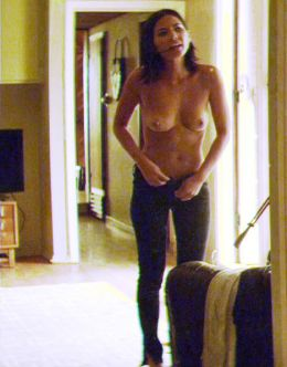 Полностью голая Оливия Манн на кадрах из фильма «Супер Майк» (грудь, попа)