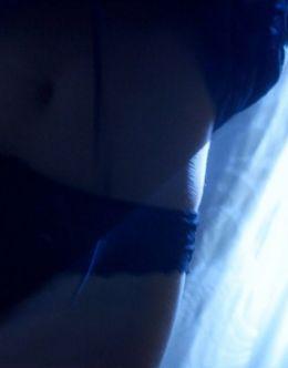 Обнаженная Адриа Архона в постельной сцене из фильма «Призрачная шестерка»
