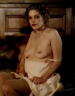Голая Тина Омон на эротических кадрах из фильмов