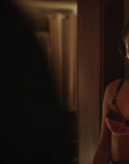Эротические кадры Кэндис Паттон из сериала «Флэш»