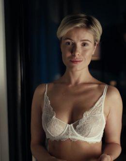 Виктория Маслова в нижнем белье из сериала «Тригер»