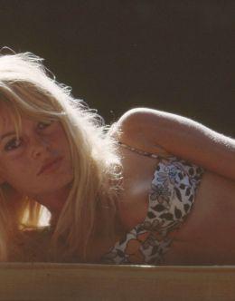 Фото Бриджит Бардо в купальнике