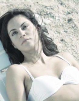 Марина Коняшкина в купальнике в сериале «Дети Водолея»