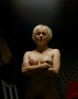 Полностью голая Яна Троянова в фильме «Небесные жёны луговых мари»