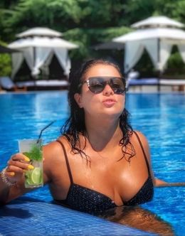 Анна Нетребко на фото в купальнике