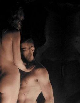 Полностью голая Аннабелль Уоллис на горячих кадрах из кино