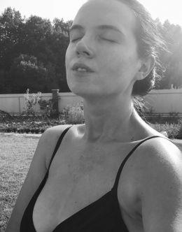 Янина Соколова в купальнике