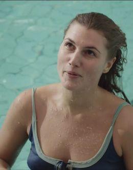 Марьяна Спивак в купальнике из серила «Сын отца народов»