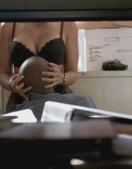 Эммануэль Шрики в нижнем белье