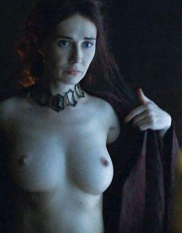Полностью голая Кэрис ван Хаутен в сериале «Игра престолов»