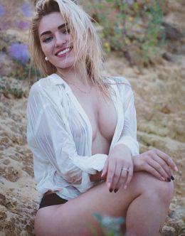 Обнаженная грудь Анастасии Малышевой