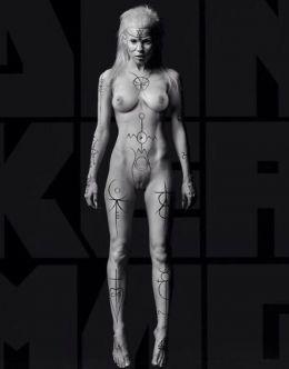 Полностью голая Йоланди Фиссер на горячих фото