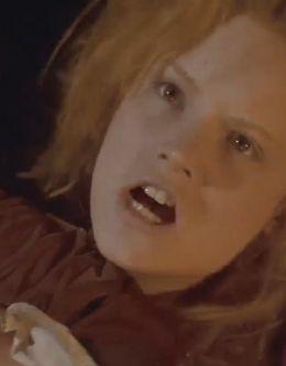 Постельная сцена Дженнифер Джейсон Ли в кинофильме «Плоть и кровь» (1985)