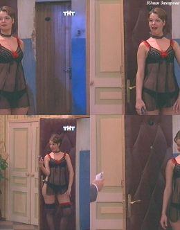 Юлия Захарова в нижнем белье из сериала «Счастливы вместе»