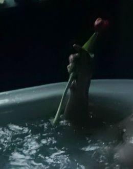 Голая Эми Адамс в ванной из боевика «Бэтмен против Супермена: На заре справедливости» (2016)
