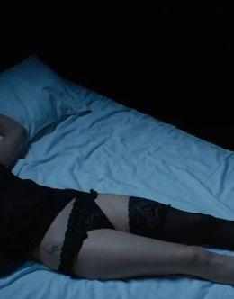 Аглая Тарасова в нижнем белье в сериале «Обычная женщина» (2018)