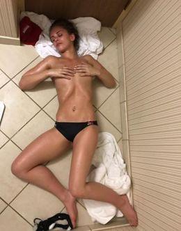 Пейдж Ванзант в купальнике