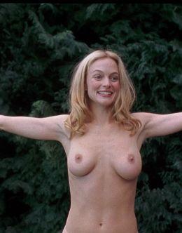 Полностью голая Хизер Грэм в эротических сценах из кино