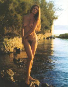 Полностью голая Бриджит Бардо на фото из эротических журналов