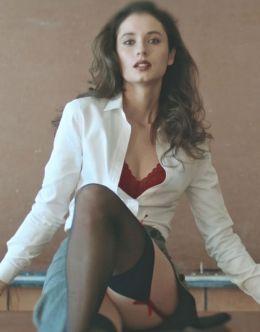Маша Ахметзянова в нижнем белье из сериала «Год культуры»