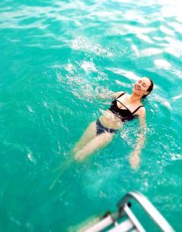 Виктория Маслова на фото в купальнике
