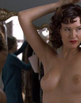 Пас де ла Уэрта ходит голая  из фильма «Медсестра 3D»