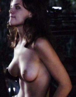 Голая Кэти Холмс в кино (грудь)