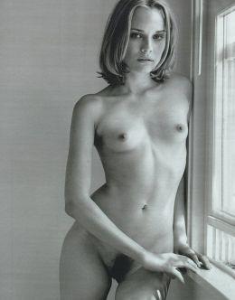 Черно-белые фото с обнаженной Дайаной Крюгер
