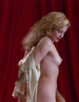 Полностью голая Эшли Джадд в стиле Монро