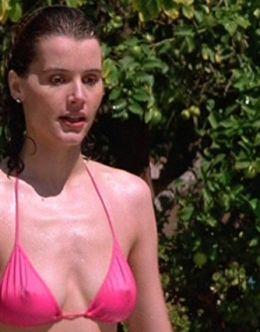 Джина Дэвис на фото в купальнике