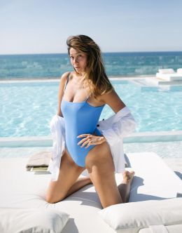 Марина Ким на фото в купальнике